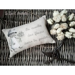 Chaton au bouquet de fleurs