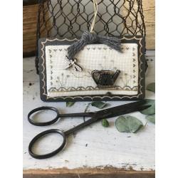 The Bee Company : Kit de point de croix - Arrosoir Bleu Crème