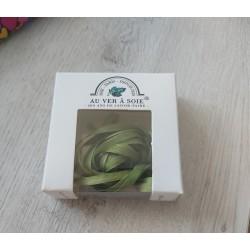 Au ver à soie : ruban de soie coloris vert clair 4 mm