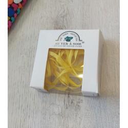 Au ver à soie : ruban de soie coloris jaune pâle 4 mm