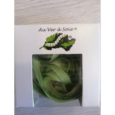 Au ver à soie : ruban de soie coloris vert pâle   7 mm