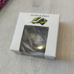 Au ver à soie : ruban de soie coloris gris clair 4 mm
