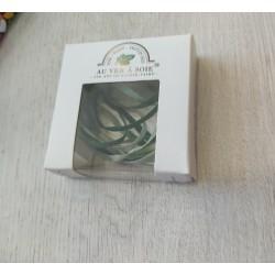 Au ver à soie : ruban de soie coloris dégradé vert 4 mm